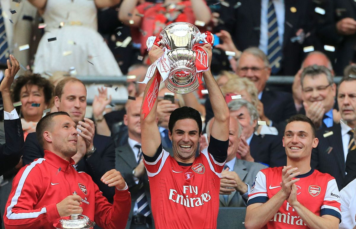 Mikel Arteta lifting the FA Cup in 2014